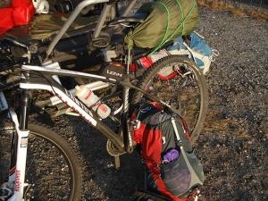 Myös maastopyörällä tulee käytyä pidemmillä reissuilla.