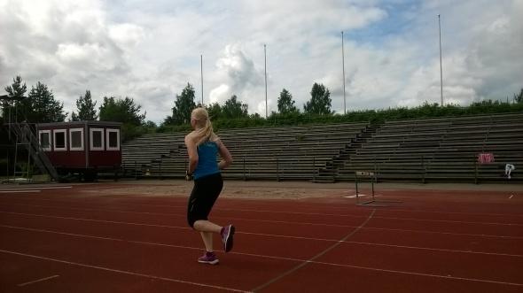 Hölkkäpalautukset eivät untuneet pahoilta, mutta nousujohteiset 400 metrin vedot piti tietysti lopussa yrittää juosta lujaa.