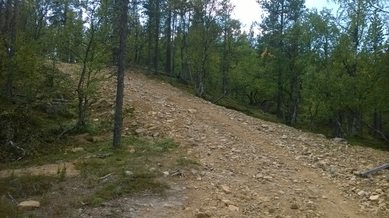 Luööankaivuualueilla on joitakin puronuomia, joista koukataa pyörällä vauhtia. Pohja on usein soraa ja irtokiveä.