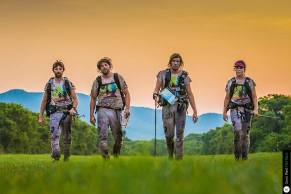 Team Peak Performance ei päässyt koskaan suota yrittämään, vaan heidät siirrettiin lentokuljetuksella osuudelta 6 suoraan pyörille matkalle maaliin.