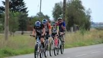 Tälläkin kertaa pyöräilyä on luvassa miehekkäästi. Tässä 2013 jyystettiin hyvällä sykkeellä kohti vuoria.