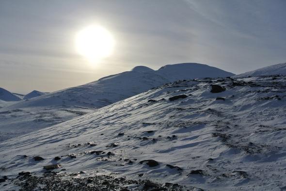 Matkalla ylös aurinko helli. Alas ei tullut mitään pehmeitä linjoa, vaan pääosin rinne oli paljaalla kivellä.