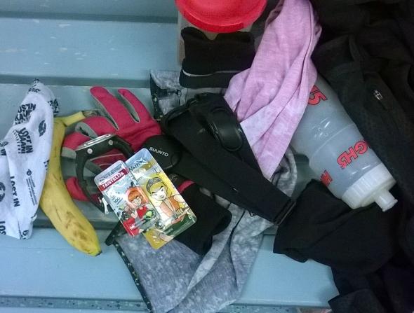 Välilä riennän suoraan crossfitistä hiihtämään, silloin tarvitaan lisäenergiaa, ja matkallekin hunajaa varalta.