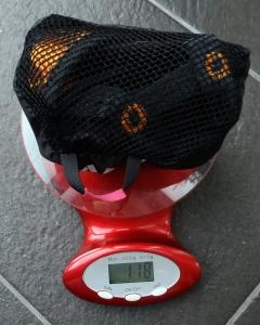 Keittiövaaka on oiva apu. Jusivaakaa tarvitaan laukkujen painon tarkistamiseen ennen huoltokuljetukseen hyväksymistä.