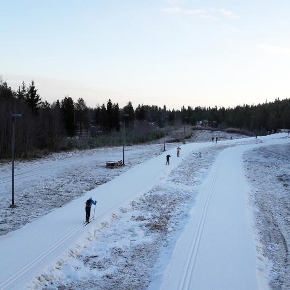 Ladullekin olen ehtinyt. Marrasputkessa lasketaan juoksentelut,, mutta hiihtäminen tuleekin sitten riemuna kaupan päälle.